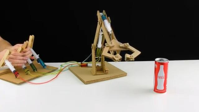 آموزش-ربات-هیدرولیک-بازو-بازوی-هیدرولیکی-کاردستی-دست-سازه