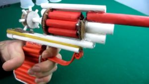 آموزش-کاردستی-اسباب-بازی-کلت-تفنگ-کاغذ-دست-سازه