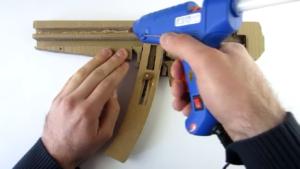 تفنگ-اسباببازی-مقوایی-نیمهخودکار-شلیک-ساخت اسلحه