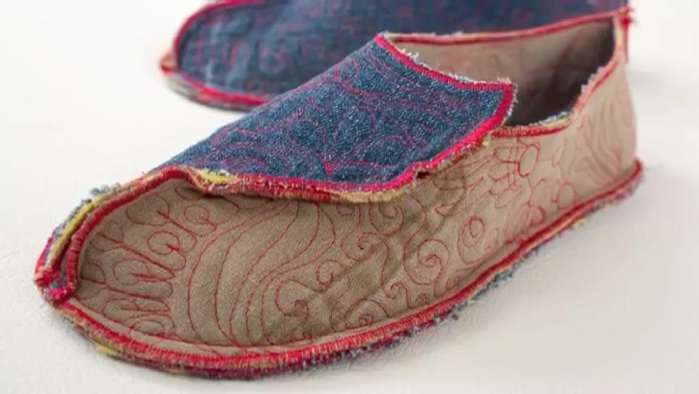 ساخت کفش روفرشی با پارچه شلوار جین-پوشاک-پوشاک اقوام-پوشاک سنتی-کفش پارچهای-کفش راحتی-دوختن کفش