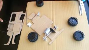 ماشین کنترلی-اسباببازی-برقی-مقوا-ماکت