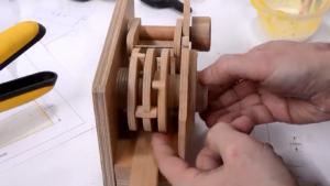 گاوصندوق-رمزدار-چوبی-امنیت-ایمنی-گاوصندوق چوبی-قفل رمزدار چوبی-گاوصندوق مقوایی-دستساز-نجاری
