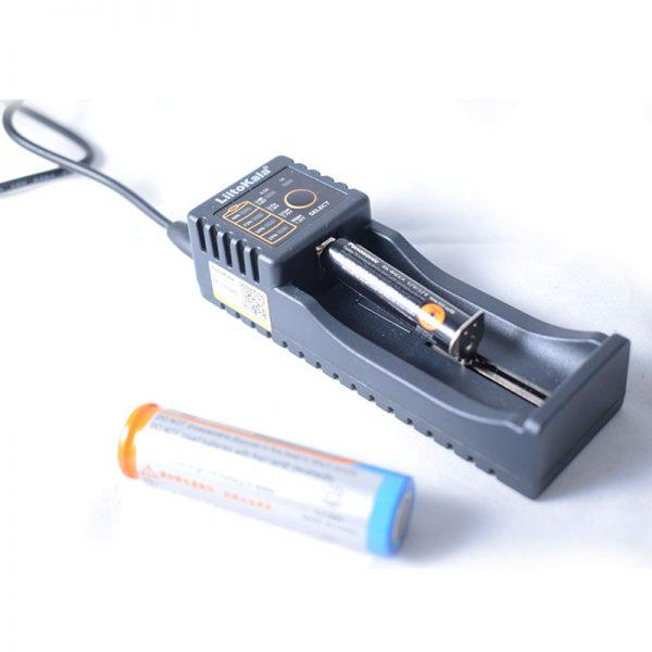 شارژر باتری تکی نیکل و لیتیوم یون Lii-100